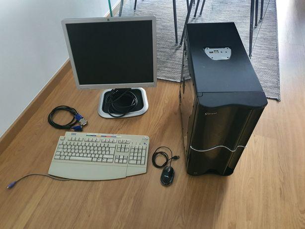 Computador completo, com luz negra.  É só ligar