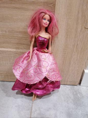 Barbie z rozkładaną sukienką