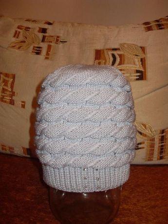 Зимова шапка з бусінками