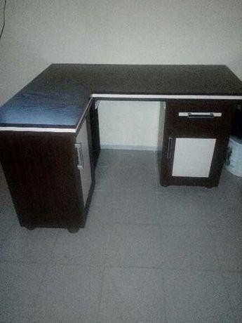 Ładne biurko szkolne