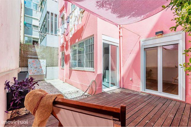 ARRENDO   T2    Equipado  Acesso a Terraço em Deck e Pátio de Calçada