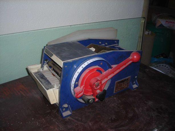 Maquina  de  selar  a  papel