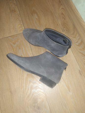 Замшевые ботинки продам