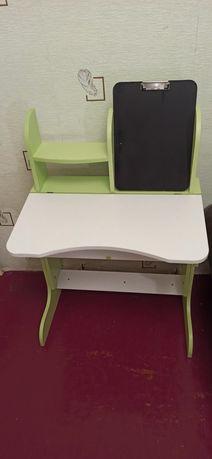 Продается детская парта  со стульчиком.