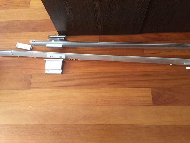 2 Varoes para cortinados, em metal, com peças se fixação. 195 cm cada
