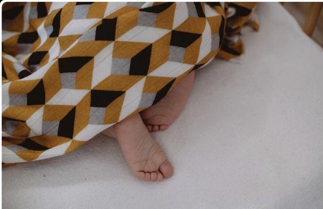Pieluszka otulacz Coodo musztarda -geometryczny wzór Magdalena Tekieli