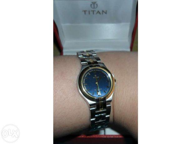 Relógio de senhora Titan nunca usado com caixa
