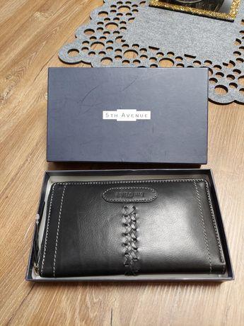Nowy portfel ze skóry