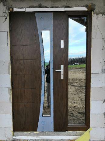 Drewniane drzwi zewnętrzne wejściowe od producenta Dallas