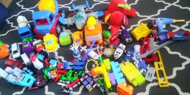 Zabawki dla chlopca auto , samolot, betoniarka
