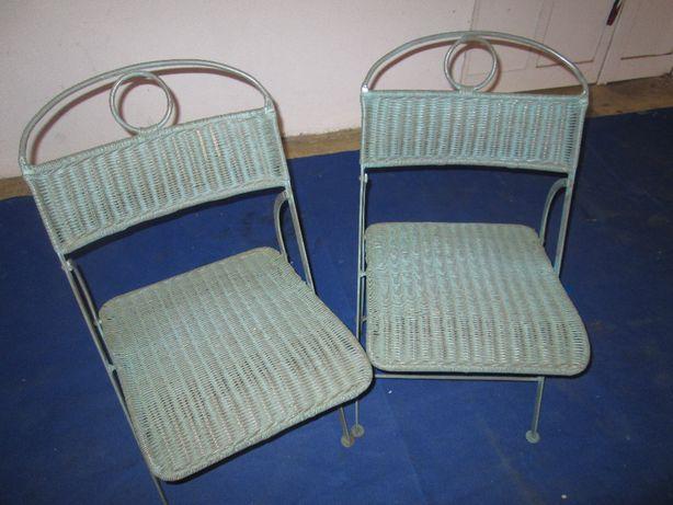 Cadeiras em liga de ferro e palhinha