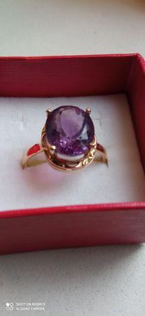 Stary złoty pierścionek z ametystem zamiana.