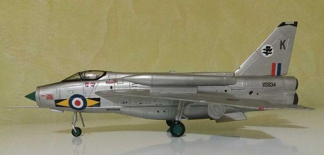 Модель самолета English Electric Lightning