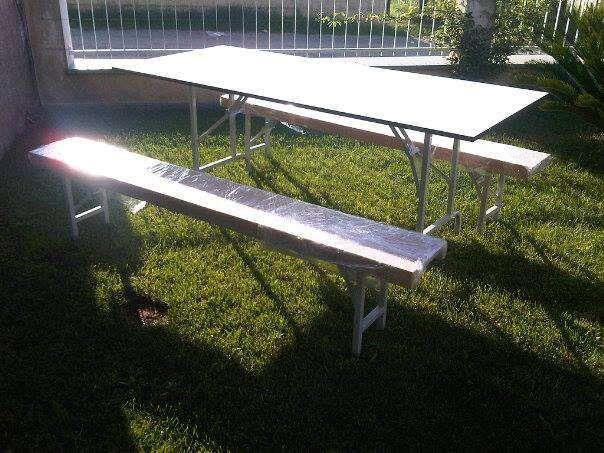 Conjunto de mesa e bancos de facil arrumação POSSIVEL ENTREGA