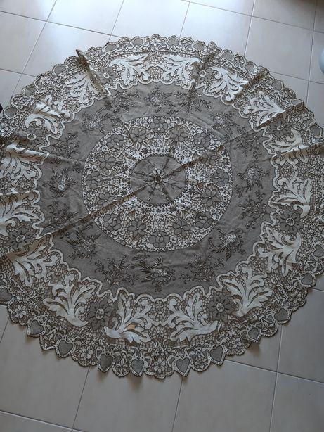 Toalha de mesa ano 1920 bordado da Madeira feito a mao