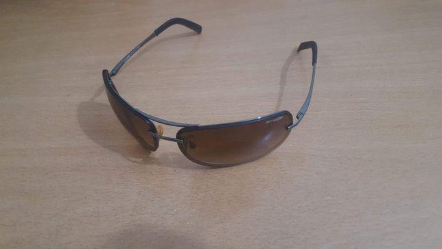 Óculos de sol Arnette.