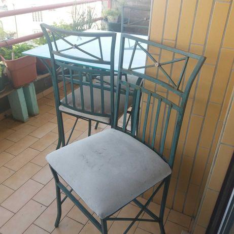 Mesa e cadeiras ferro