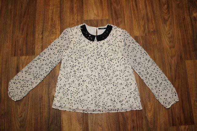Белая блузка в горошек