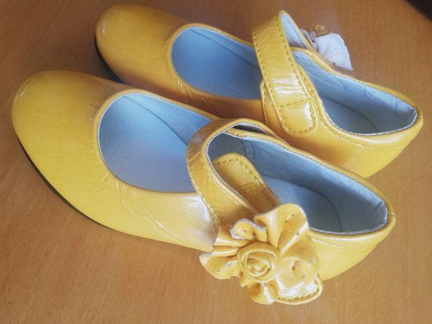 Nowe buciki dla małej księżniczki. Roz. 28