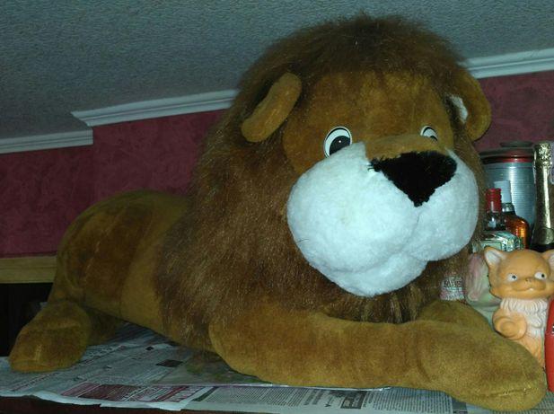 Лев-мягкая игрушка