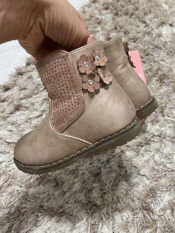 Осінні ботинки доя дівчинки 24 розмір
