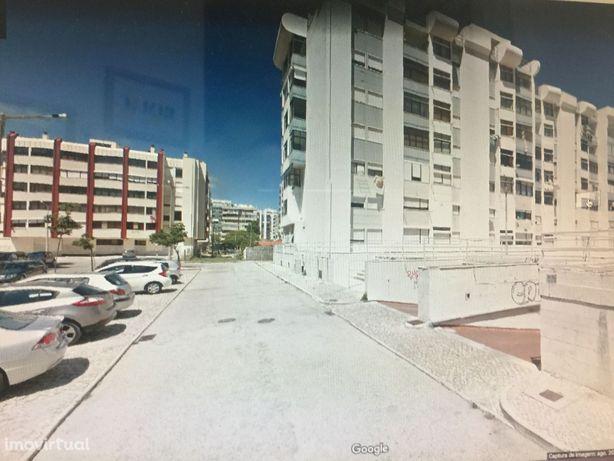 Apartamento na Costa Caparica, T1 cozinha equipada e com parqueamento