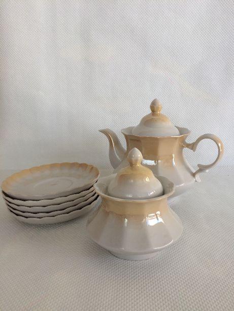 чайний сервіз //чайничок+цукерниця+тарілки