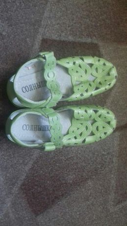 Зелені туфельки з вирізами