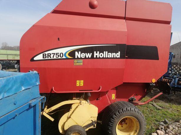 Prasa new holland BR750