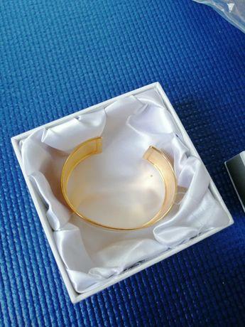 Gruba bransoleta w kolorze złotym