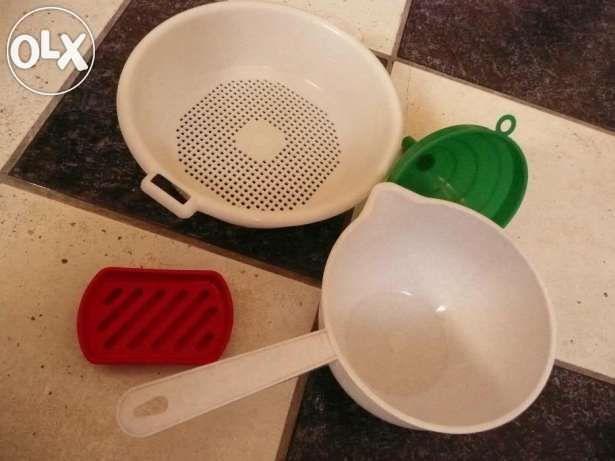 Набір пластикового посуду
