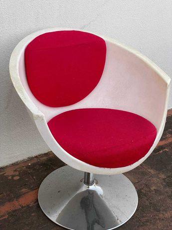 Vendo Cadeira Rosa e Branca