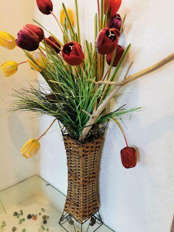 Композиция ваза и тюльпаны цветы