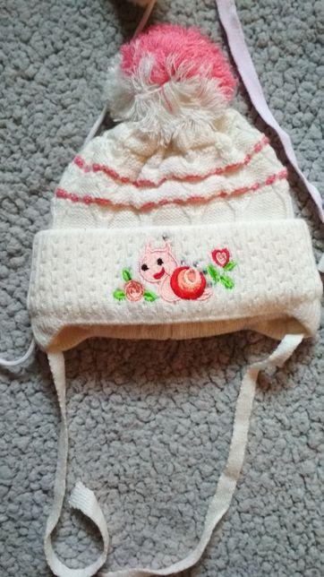 Зимняя и демисезонная шапки для девочки 1-2 года