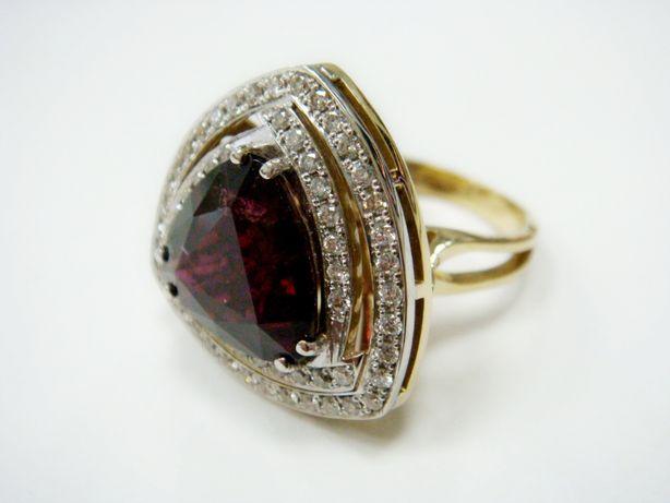 Интересное кольцо с бриллиантами и гранатом (арт. 5718)