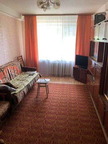 Продам 3-ную на артема, 1 этаж с балконом, все комнаты раздельные.