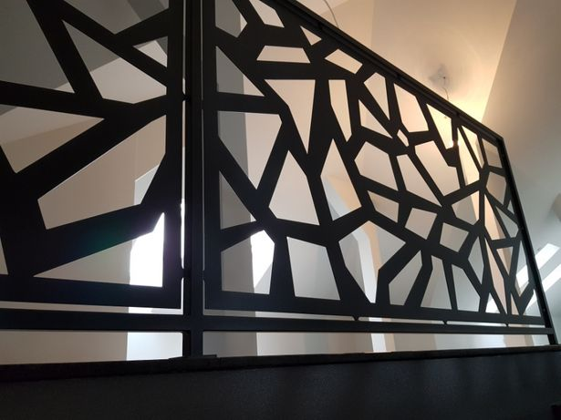 Barierka schodowa wycinana nowoczesna ażur z metalu balustrada