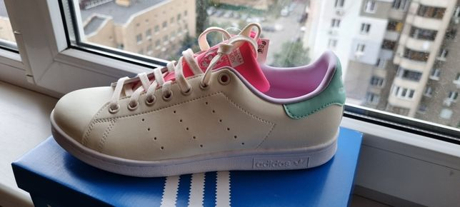 Продам новые кеды Adidas