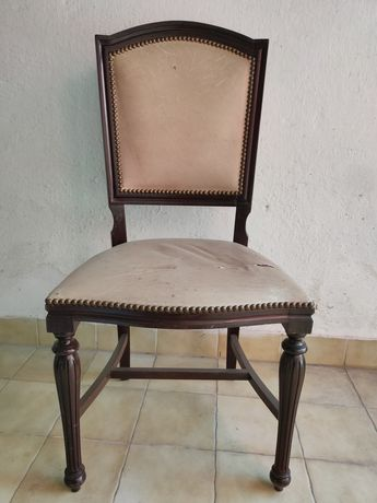 Cadeira de madeira maciça estofada