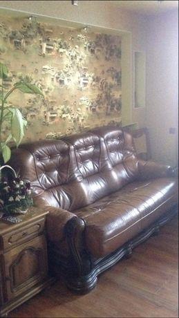 Продається шкіряний диван, розкладний.