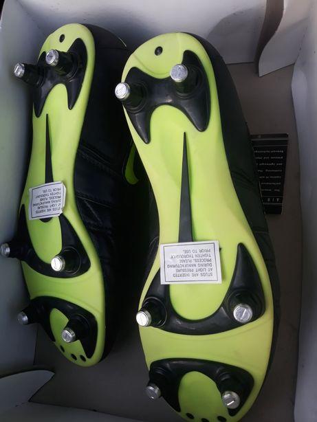 Chuteiras novas Nike