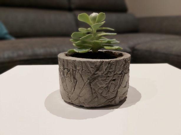Vaso em cimento feito à mão