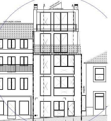 Prédio para reconstrução com projeto aprovado no centro da cidade