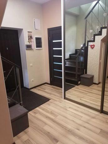 Шикарная 2-х уровневая-4 комнатная квартира! Есть зона барбекю!