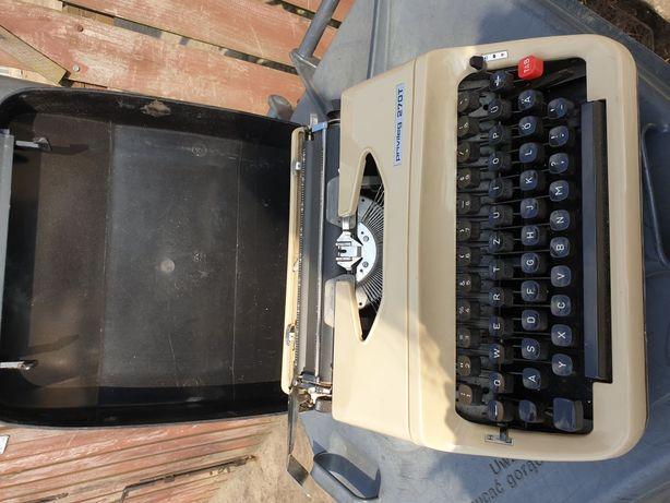 Stara niemiecka maszyna walizkowa do pisania