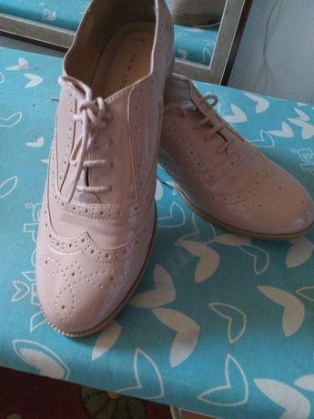 Buty nowoczesne