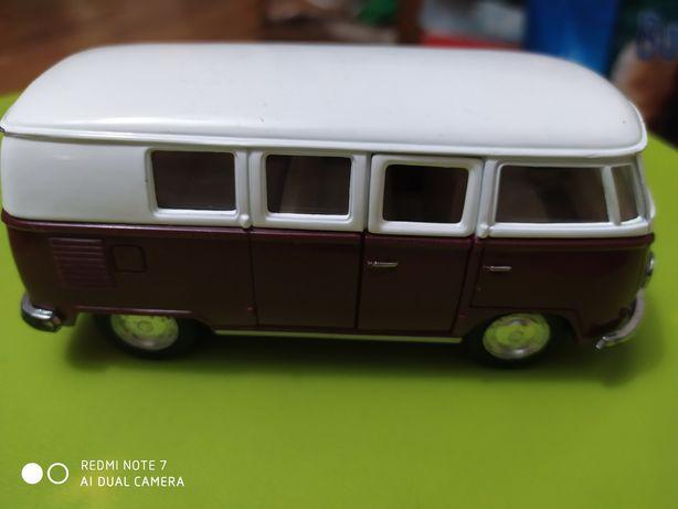 Колекционная машинка метал Volkswagen Classical Bus 1962, масштаб 1/32