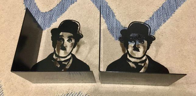 Porta Livros Charlie Chaplin
