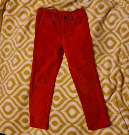 Czerwone spodnie z cienkiego sztruksu