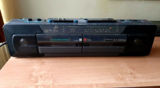 "Radiomagnetofon dwukasetowy ""jamnik"" model RM-950"